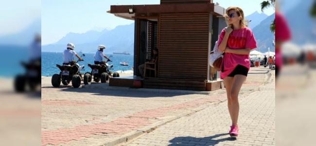 ATV'li Polisler Antalya Sahillerinde Turistlere Güven Aşılıyor
