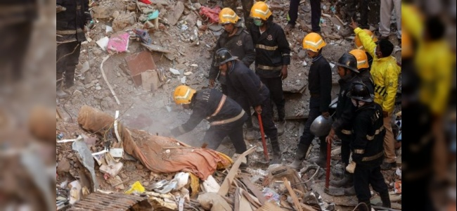 Hindistan'da Binanın Çökmesi Sonrası 17 Kişi Yaşamını Yitirdi