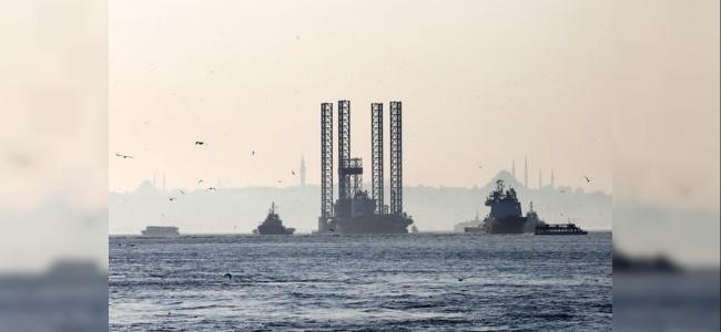 Romanya'ya Giden Dev Platform İstanbul Boğazı'na Takıldı