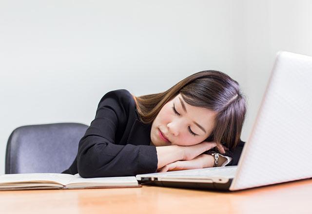 Ofis Çalışanları İçin Tehlike! D Vitamini Eksiliği ve Hareketsizlik