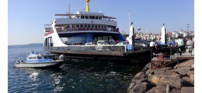BALIKESİR'DE FERİBOT İSKELEDE ZOR DURABİLDİ