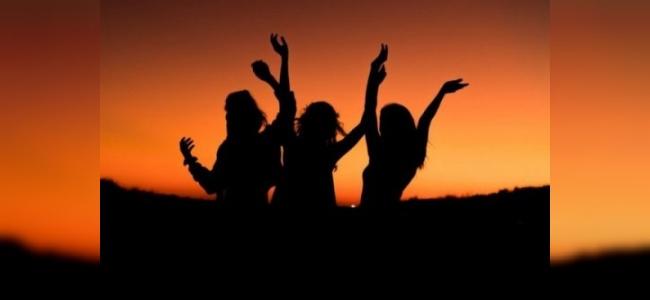 Antalya Kızları Tarafından Yapılan Yürüyüş