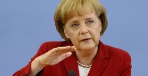 Merkel İşsizlik Konusunu Gündeme Getirdi