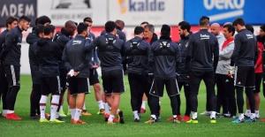 Beşiktaş'ta Akhisar Maçı Öncesi Hazırlıklar Sürüyor