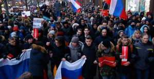 Rusya'da Seçimleri Protesto Eden Binlerce Kişi Sokaklara Döküldü