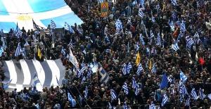 Atina'da Yüz Binlerce İnsan Sokağa İndi