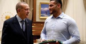 Cumhurbaşkanı Erdoğan Şampiyon Boksörü Konuk Etti