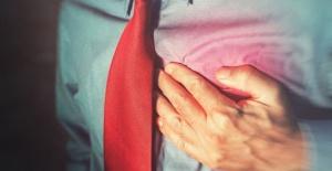 Sırt Ağrısı Deyip Geçmeyin! Kalp Krizi Habercisi Olabilir!
