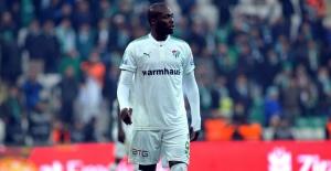 Moussa Sow  Kötü Performansıyla Herkesi Şaşırtıyor!