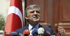 Abdullah Gül'den Hulusi Akar Açıklaması: Tehdit Söz Konusu Değil!
