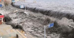"""Depremle Birlikte Korkutan Tsunami Uyarısı! """"150 Bin İnsan Ölebilir!"""""""
