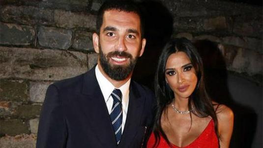 Arda Turan'dan Açıklama: Eşimden Helallik İsteyeceğim!