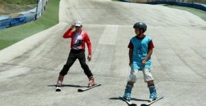 Temmuz Ayında Çocuklar Kayak Yaptı