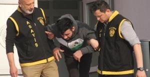 Yakalanan Hırsız Vatandaşların Elinden Güçlükle Kurtarıldı